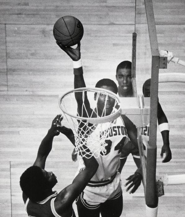 Интервью со звездой НБА, Хакимом Оладжьювоном (Часть 1)